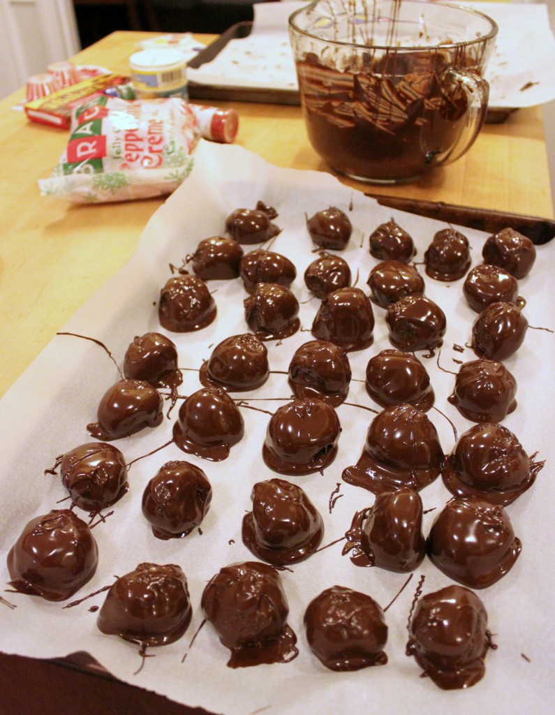 Prepping OREO Cookie Balls with Chocolate #oreocookieballs #cbias #ad