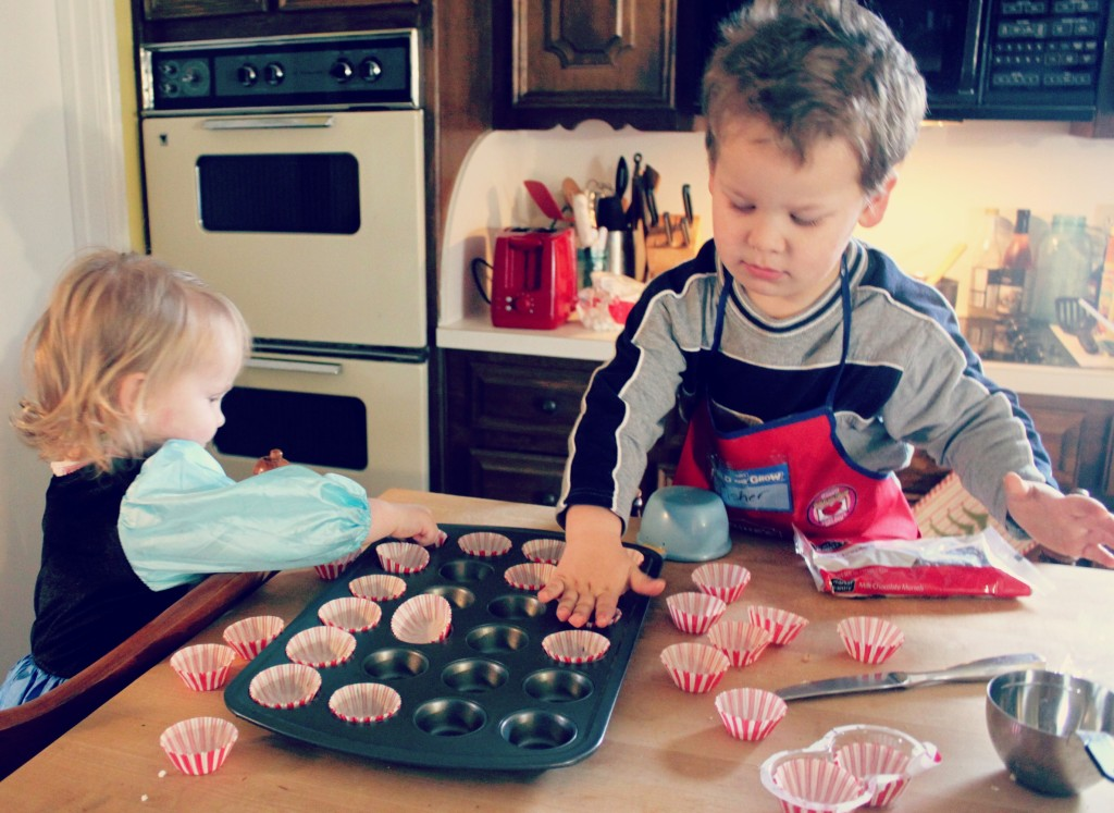 kids in the kitchen making popcorn lollipops