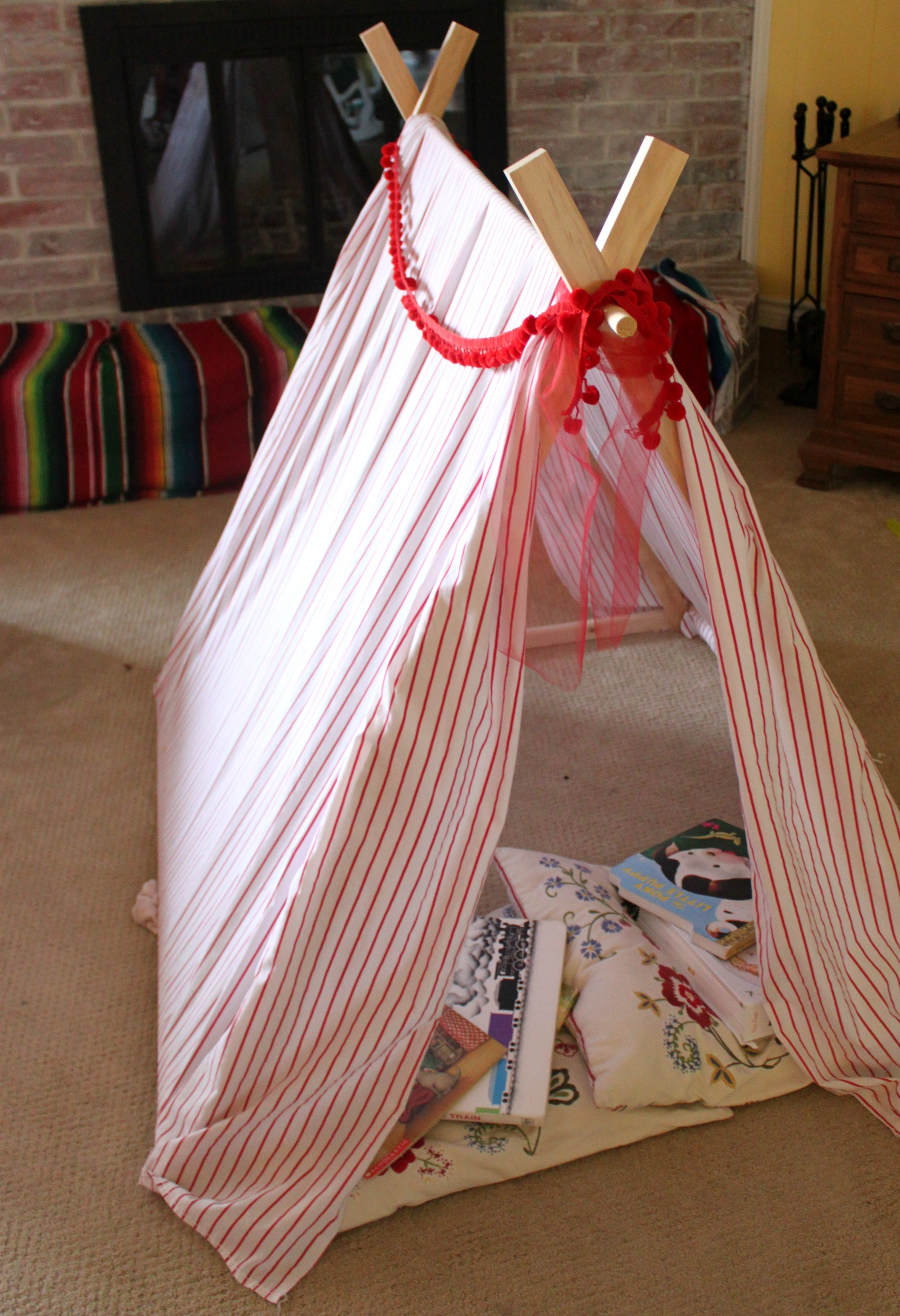 Create a DIY Play Tent and Reading Nook for your kids & Create a DIY Play Tent and Reading Nook - Bare Feet on the Dashboard