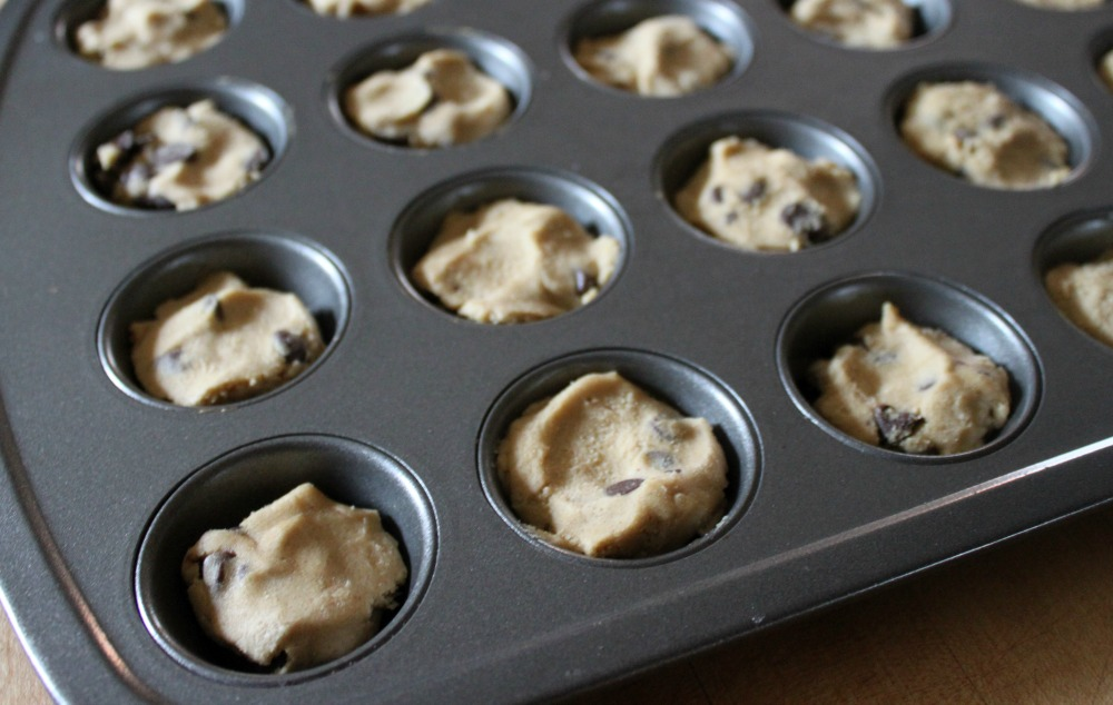 The Easiest Mini Chocolate Chip Cookie Cups with Cream Cheese Icing ...