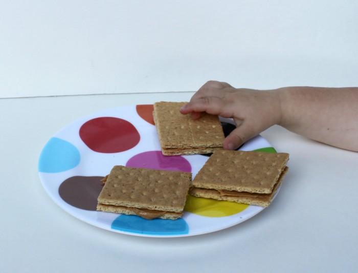 graham cracker peanut butter sandwiches
